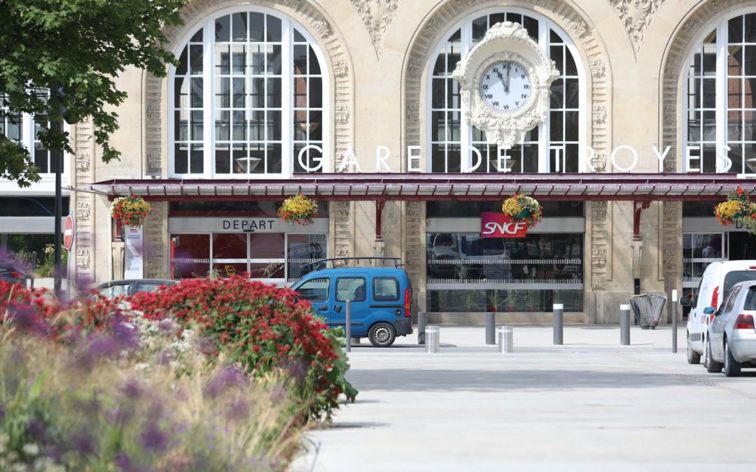 Pôle multimodal de la gare, des services et des espaces au profit de la mobilité
